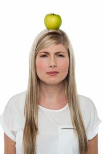 אשה עם תפוח על הראש - Image courtesy of stockimages / FreeDigitalPhotos.net